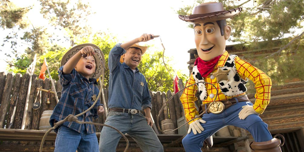 all about characters at disneyland and california adventure - 1005×505
